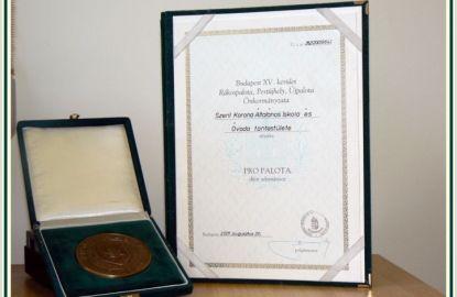 Az iskola kitüntetése a XV. kerületi Önkormányzattól